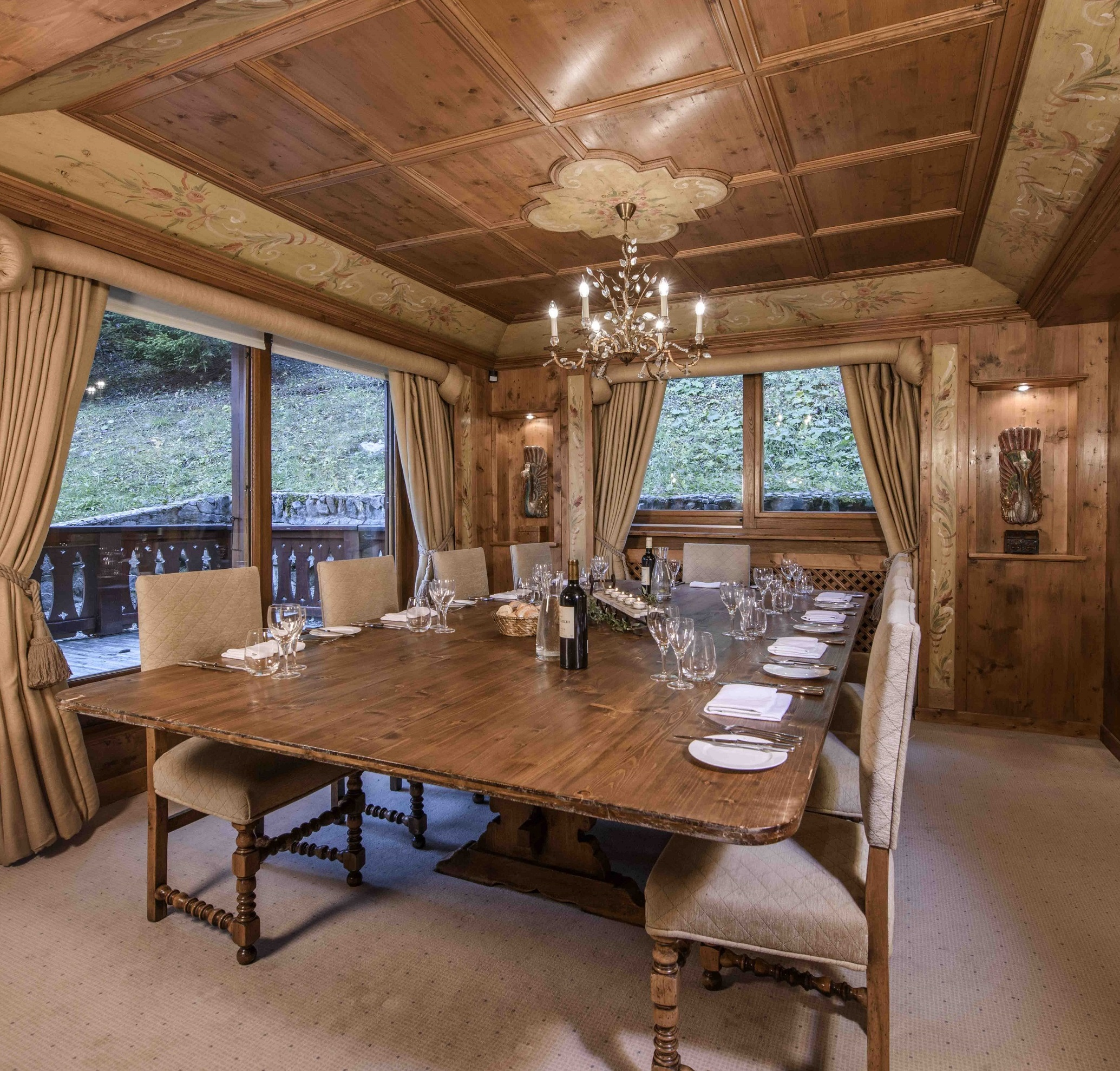 Chalet margaux Dining room2